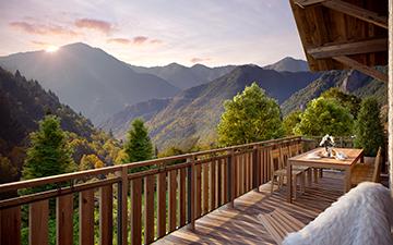 Rendu 3D d'une terrasse de chalet avec vue sur les montagnes