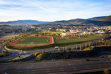 Insertion 3D d'un complexe sportif dans un décor réel - Graphistes 3D Lyon